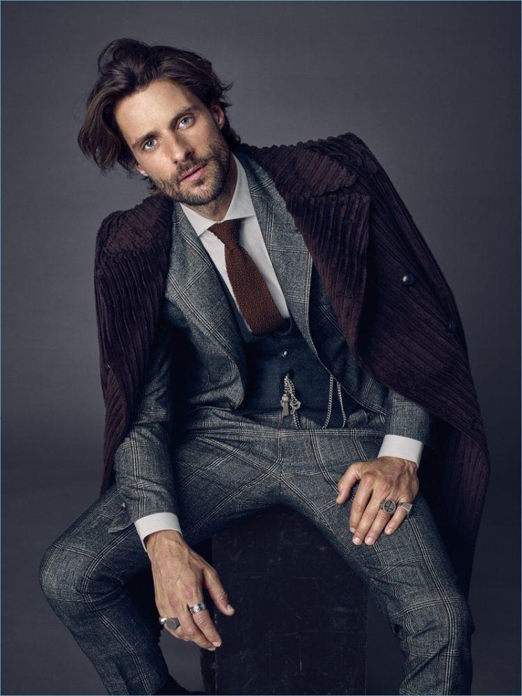 đàn ông lịch lãm với bộ suit cao cấp