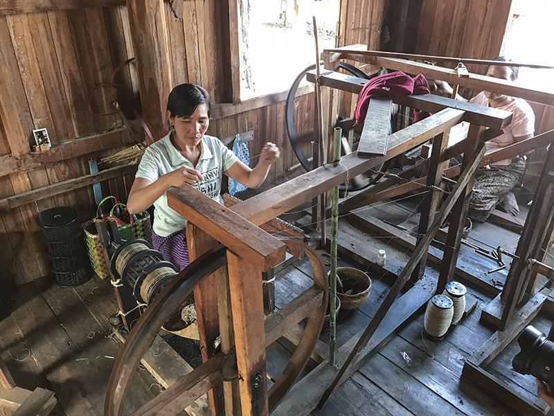 cách dệt tạo ra vải lụa tơ tằm